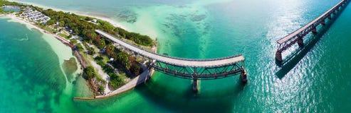 Bahia Honda Bridżowy panoramiczny widok z lotu ptaka na Zamorskiej autostradzie - F zdjęcie royalty free