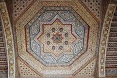 Bahia Palace geometrisk garnering av trätaket fotografering för bildbyråer