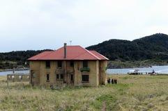 Bahia Wulaia es una bahía en la orilla occidental de Isla Navarino a lo largo de Murray Channel en Chile meridional extremo Fotos de archivo