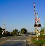 Bahnübergang und Warnzeichen lizenzfreies stockfoto