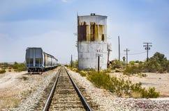 Bahnübergang an Weg 95 nahe dem Dorf Vidal Lizenzfreies Stockfoto