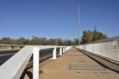 Bahn über Brücke Lizenzfreie Stockbilder