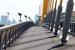 Bahn auf großriemenbrücke Lizenzfreie Stockfotos