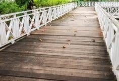 Bahn der hölzernen Brücke Lizenzfreies Stockbild