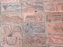 Bahn des Ziegelsteines mit dem Bild der Kinder Lizenzfreie Stockbilder