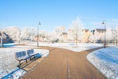 Bahn durch den Park im Winter Lizenzfreies Stockfoto