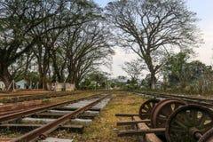 Bahn- und alte Räder Lizenzfreie Stockfotografie