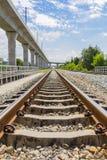 Bahn- und elektrische Himmelserieneisenbahn Lizenzfreies Stockfoto