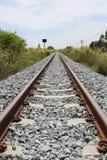 Bahn- und grasartig vom Gras lizenzfreie stockfotografie