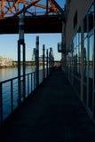 Bahn unter der Brücke Lizenzfreie Stockfotografie