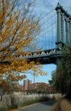 Bahn unter Manhattan-Brücke, Brooklyn New York, USA Lizenzfreies Stockbild