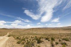 Bahn 4x4 in den Bergen von Eduardo Avaroa Reserve, Bolivien Stockbild