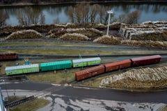 Bahnautos in der Fabrik Luftvermessung stockfotos