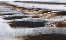 Bahnen auf dem Sand stockbilder