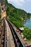Bahngeschichte, entlang Kwai Fluss in Thailand Stockfotos