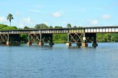 Bahngleise über Wasser Stockfoto