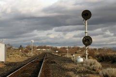 Bahngleise an einem bewölkten Tag Stockfoto