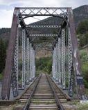 Bahngleise und Brücke Stockfotos