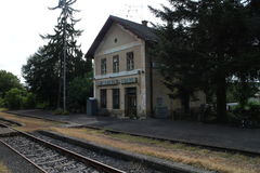 Bahnhof in ¡ Hontianske Tesà bezüglich stockfoto