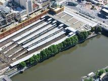 Bahnhof in dem Yarra-Fluss Lizenzfreie Stockbilder