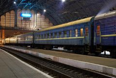 Bahnhof nachts Lizenzfreie Stockfotos