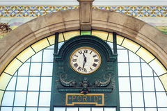 Bahnhof in Porto Stockfotos
