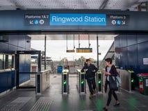 Bahnhof Ringwood in der Stadt von Maroondah in den Ostvororten von Melbourne lizenzfreies stockbild