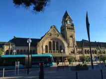 Bahnhof und Tram Metz Frankreich stockfotografie