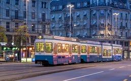 Bahnhofplatz广场在苏黎世在清早 库存照片