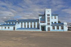 Bahnhofsgebäude in Danilov, Yaroslavl-Region stockfotos