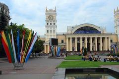Bahnhofsplatz, Kharkov, Ukraine, am 13. Juli 2014 Stockbild
