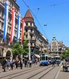 Bahnhofstrasse gata i Zurich, Schweiz royaltyfria bilder