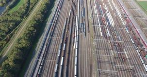 Bahnkreuzung von Zügen, Zwijndrecht-kijfhoek, Vogelperspektive, die Niederlande stock video