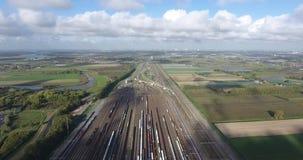 Bahnkreuzung von Zügen, Zwijndrecht-kijfhoek, Vogelperspektive, die Niederlande stock footage