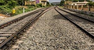 Bahnkreuzungs-Bahnen Thanjavur stockfotografie