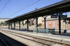 Bahnplattform lizenzfreie stockfotografie