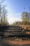Bahnschwellen auf den Bahnen Stockfoto