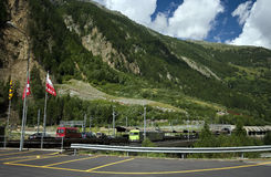 Bahnstation in den Alpen Stockbilder