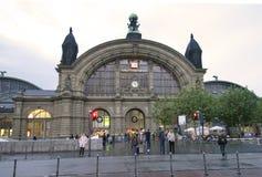 Bahnstation, Frankfurt Stockfotos