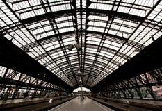 Bahnstation im Cologne Deutschland Lizenzfreies Stockbild