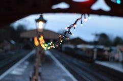 Bahnstation am Weihnachten Lizenzfreies Stockfoto