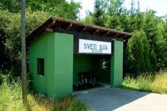 Bahnstationanschlag in Kroatien lizenzfreie stockfotografie