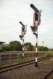 Bahnverkehr auf Pfosten Stockbilder