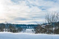 Bahnviadukt nahe Chirk in Wales mit Schnee Stockbilder