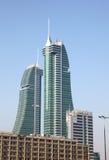 Bahrain finansiella hamnskyskrapor i Manama Royaltyfri Foto