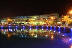 Bahrain horisont på nite Arkivbilder