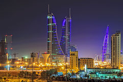 Bahrain på natten Arkivfoton