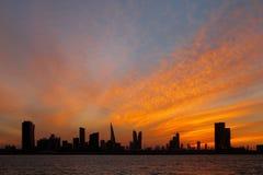 Bahrajn linia horyzontu i piękny zmierzch, HDR Obraz Royalty Free