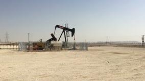 Bahrajn, 25,03,2018 Produkcja ropy naftowej w pustynnym Bahrajn zdjęcie wideo