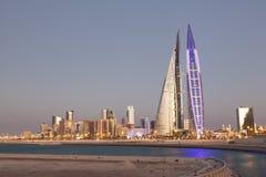 Bahrajn world trade center przy półmrokiem Zdjęcie Royalty Free